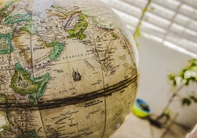 En Jordglob som visar en del av afrika och asien
