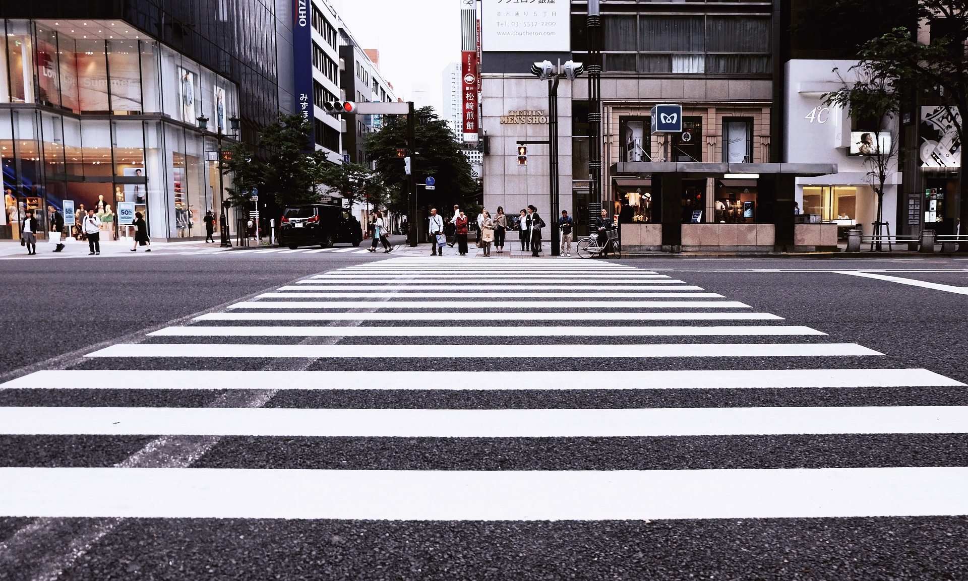 A pedestrian crossing in a big city