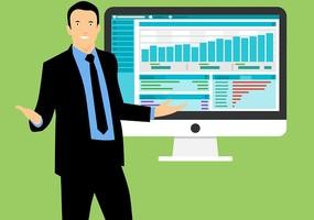 Affärsman som ser undrande ut med dator i bakgrunden som visar upp data från en instagramprofil